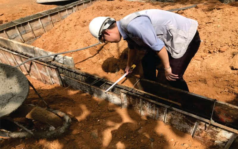 kiểm tra dầm móng trước khi đổ bê tông